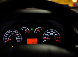 jak sprawdzić przebieg auta