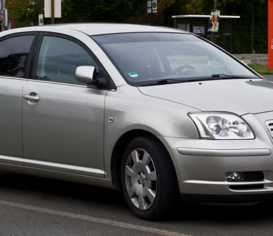 toyota avensis opinie