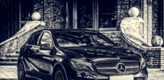 Pierwsze auto z salonu – jakie wybrać i czym się kierować?