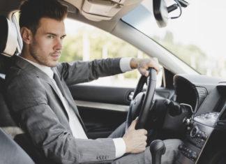 Wypożyczalnia luksusowych samochodów – kiedy i dlaczego zdecydować się na wynajem aut?